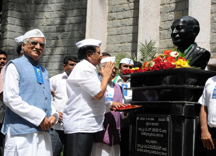 Mahatma Gandhi Statue at Gandhi Bhavan Bangalore