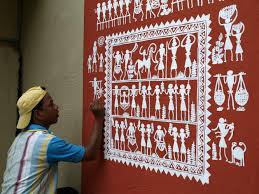 An artist decorating a wall of the Museum